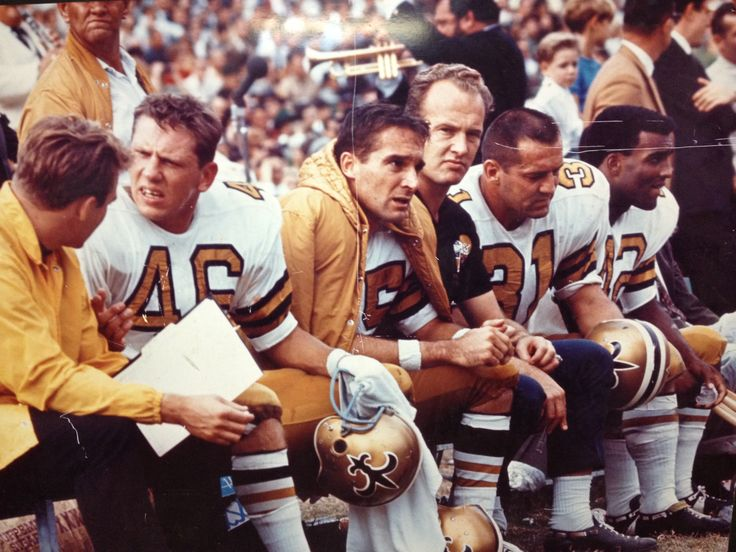 Ultra Rare 1967 New Orleans Saints photo! Danny Abramowicz, Gary Cuozzo, Paul Hornung, Jim Taylor and John Gilliam! Hey Who's that in the background? None other than AL Hirt! What an iconic photo from Tulane Stadium!!!!