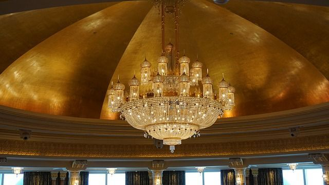 This glamorous #chandelier glimmers with scores of clear #Arabian-style glass fixtures: https://mansionly.com/magazine/2017/06/14/beautify-your-home-with-these-elegant-chandeliers/?utm_content=buffer0cc09&utm_medium=social&utm_source=pinterest.com&utm_campaign=buffer #blogging #luxury #lighting