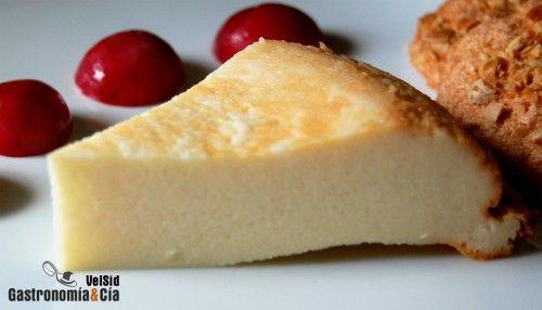 Receta de Tarta de queso - 1 tarrina de queso de untar tipo Philadelphia (250 gramos), 3 yogures naturales (de 125 gramos cada uno), 3 huevos (M), 50 gramos de harina, 150 gramos de azúcar. Hornear a 170º  30 minutos o hasta que se cuaje