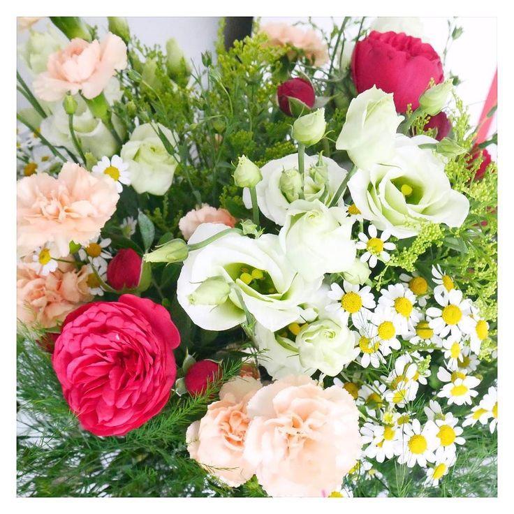 Hej Wpadłam w wir przygotowań do See Bloggers bo jutro bardzo wcześnie rano wyruszam w drogę. Z tego wszystkiego zapomniałam się z Wami przywitać i życzyć miłego dnia   #kwiaty #rosliny #piwonie #stokrotki #zielen #flowers #peonia