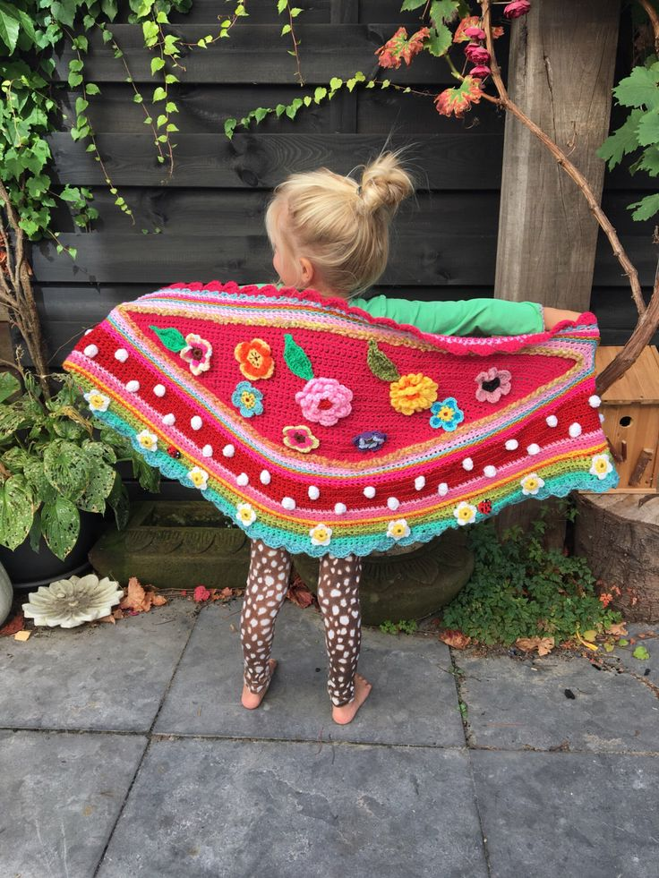 Een persoonlijke favoriet uit mijn Etsy shop https://www.etsy.com/nl/listing/468340056/gehaakte-omslagdoek-kind-crocheted-shawl