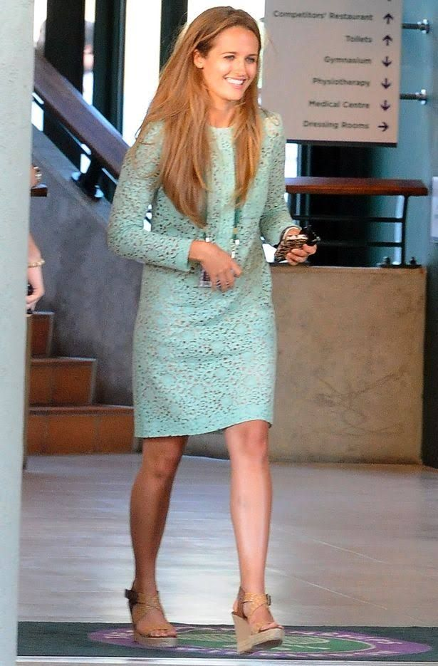 Kim Sears in Victoria Beckham at the Wimbledon Final in 2013.