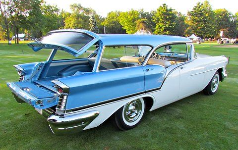1957 Oldsmobile Fiesta had separate tailgate and rear window.