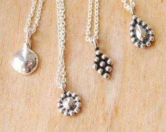 Zilveren pendant kleine zilveren hanger minimal door Illustrationist