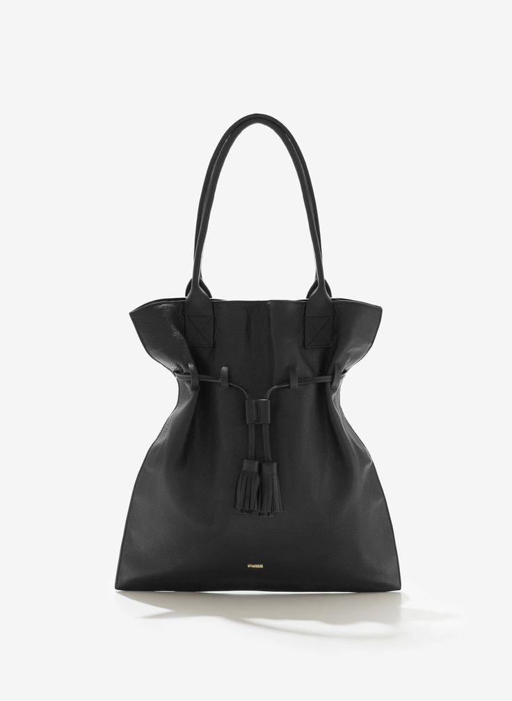 Uterqüe United Kingdom Product Page - Bags - See all - Pompom bucket bag - 160