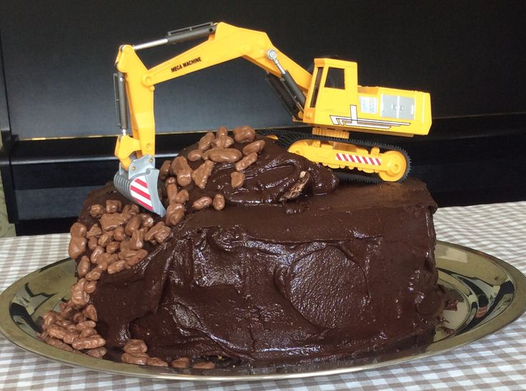 Digger cake for a small boy by Marsa