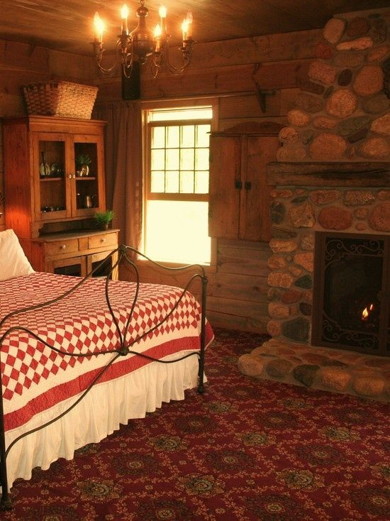 55 best images about primitive bedrooms on pinterest for Cozy country bedroom ideas