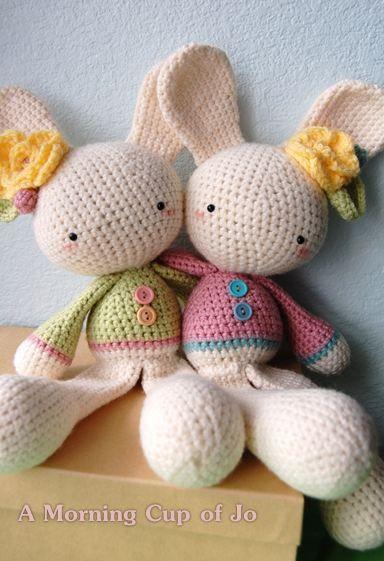 2 cute amigurumi bunnies