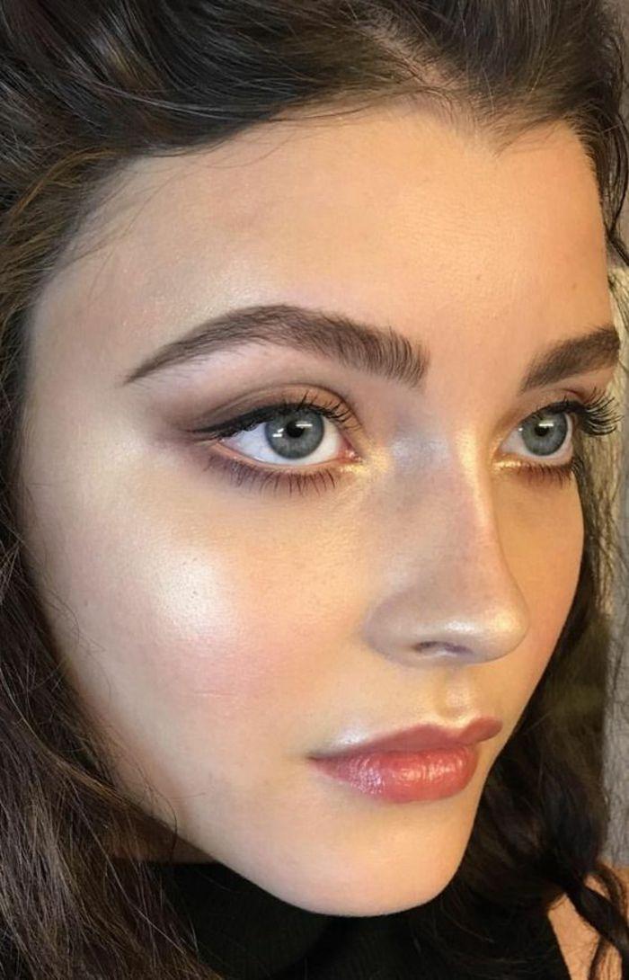 teint éclatant et frais, joli maquillage naturel réalisé avec un coup d eyeliner et une baume nude