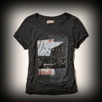 Hollister レディース Tシャツ ホリスター Venice Beach Graphic T-Shirt Tシャツ ★モデルや芸能人も愛用の人気ブランドホリスターの新作。アメカジ・サーフブランドのファッションが好きな方におすすめのブランドです。 ★フロントのグラフィックがガーリーでかわいい!着回せるTシャツは何枚あっても便利!