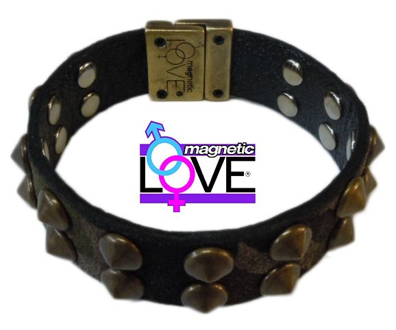 Bracciale con chiusura magnetica double face salutare: Easy Energy Close by Magnetic LOVE® cinturino camouflage e nero con charms a cono. 100% Made in Italy  www.magneticlove.it