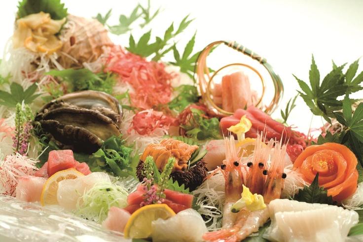 その日の旬の食材を市場から仕入れ素材の持ち味を生かした調理にてご提供しております。