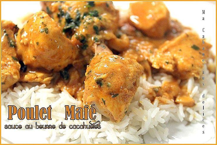 Mafé Pour 3 personnes:  – 3 cuillèresà soupe d'huile neutre – 1 oignon – 3 gousses d'ail –2 cuillères à soupe de Pâte d`arachide «dakatine» – 1 cuillère à café de Gingembre râpé – 1 cuillère à soupe deconcentré de tomates – 4 pilons ou morceaux de poulet – 300 gr de blanc de poulet coupé en cube – 1-2 piments ou piment en poudre (facultatif) – 1 cube de jumbo poulet – Coriandre ciselée (ma touche personnelle) – 1 cuillère à soupe de massalé – environ 600 ml d'eau