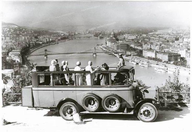 1930-as évek. Turistabusz a Gellérthegyen.