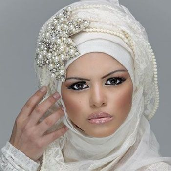 http://www.fashioncentral.pk/images/celeb-gossip/new_dubai_fashion_trend_camel_hump.jpg
