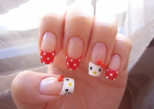 I'm not a fan of acrylic nails but I adore Hello Kitty !!!