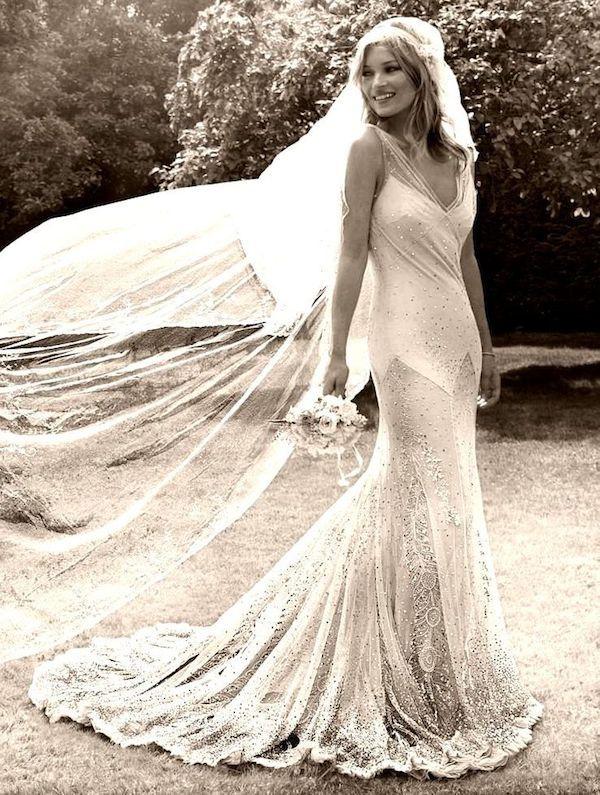 kate_moss_wedding-vintage-inspired-wedding-kate-moss-wedding-dress-kate-moss-bridal-dress-replica-8