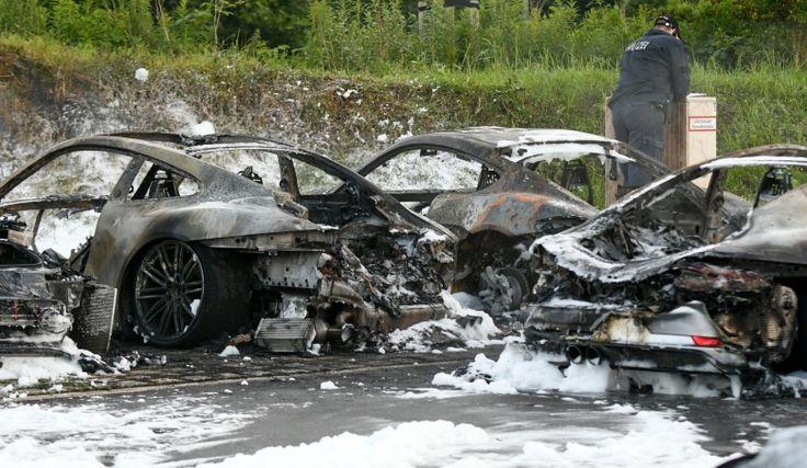 Саммит G20 2017: радикалы сожгли сотни машин и салон Porsche
