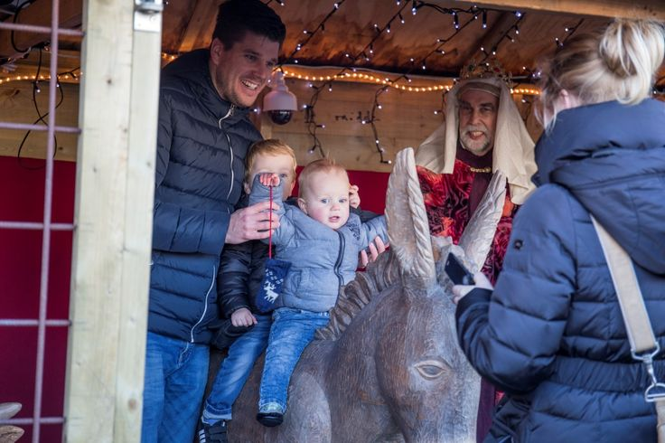 Levende kerststal op Tweede Kerstdag op de Markt.