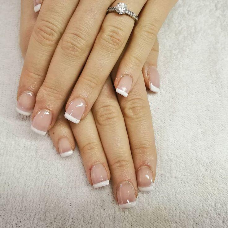 Uñas acrílicas francesa con esmalte semipermanente de ORLY. #manicura #manicuraorly #orly #semipermanente #gelnails #nailsalon #nails #barcelona #beauty #beautysalon #uñas #uñasdegel #frenchnails #revivenailbeauty #fashion #lifestyle #french #frenchmanicure #acrilicnails #revivenailbeauty