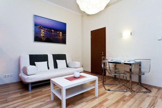 Apartment in Zriny Utca close to St.Stephen Basilica. Discover the best way to stay in Budapest at reasonable prices, only on altracasakft.com