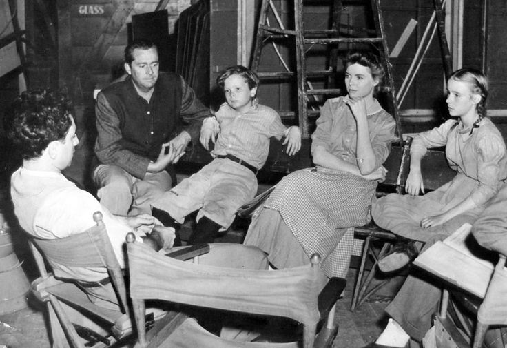 Director Elia Kazan, James Dunn, Ted Donaldson, Dorothy McGuire and Peggy Ann Garner in rehearsal for A Tree Grows in Brooklyn