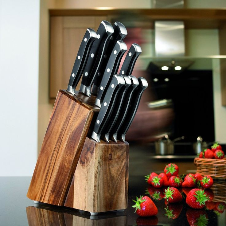 Taylors Eye Witness 9 Piece Knife Block Set in Acacia Wood Block. This super 9 piece knife block set includes: paring knife, all purpose knife, 20cm cooks knife, santoku knife, bread knife and 4 steak knives. The precision knives are produced using a traditional bolster and a full tang, 3 rivet construction.