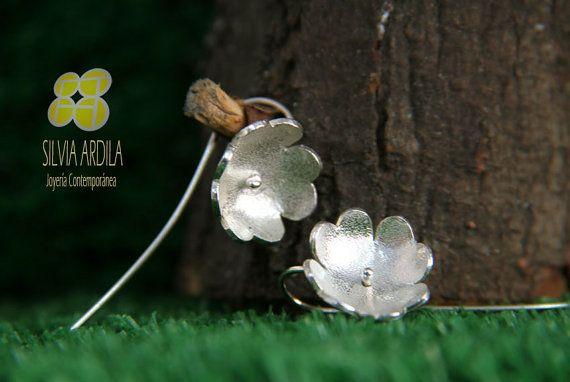B07 Clover Silver Earrings. Dangle. by SilviaArdilaJoyeria on Etsy, $30.00 www.silviaardila.co Lovely, feminine, delicate, Just like you!