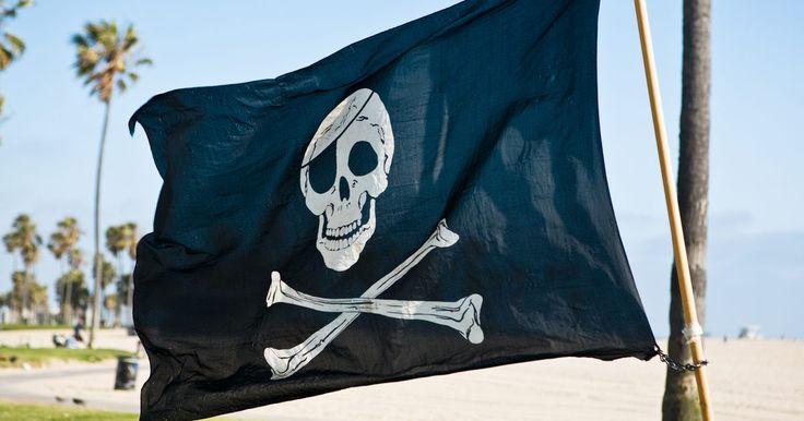 Diferentes banderas piratas. Durante la Era de los descubrimientos, entre los siglos XV y XVII, las banderas eran utilizadas para distinguir a barcos enemigos de los barcos aliados. Las tradiciones, comportamientos y actitudes de los piratas eran diferentes de los demás, razón por la cual sus banderas eran únicas y distintivas. La creación de la bandera simbolizaba progreso ...