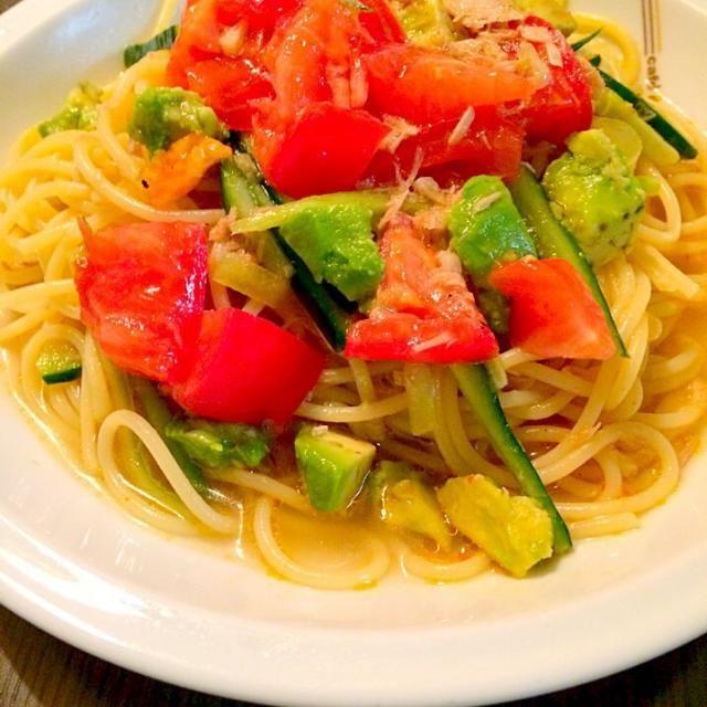 トマトとアボカドとツナの冷製ペペロンチーノです。ツナをスープで混ぜ合わせると、自然にパスタに絡みついて良い感じになります^ - ^ - 124件のもぐもぐ - トマトとアボカドとツナの冷製ペペロンチーノ by koukitanabe