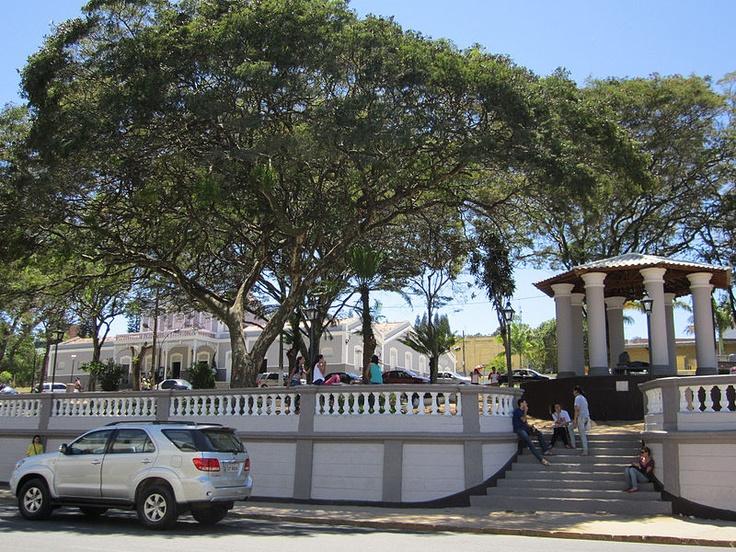 File:Praça Dom Moura - Garanhuns, Pernambuco, Brasil.jpg