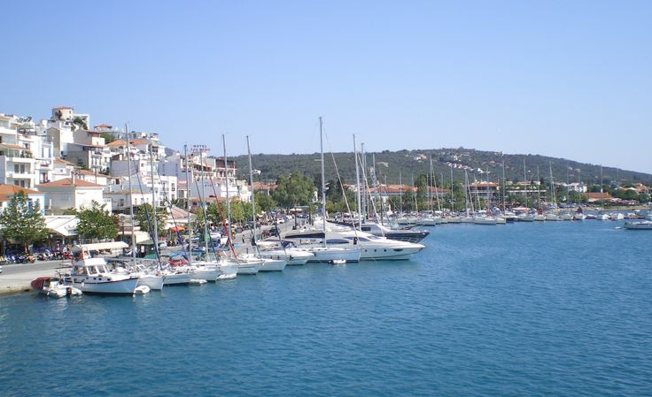 Skiathos Port - Sailing Yachts - If you wish to moor or anchor your yacht, the best place is the main port in Skiathos Town specifically in its floating pier that lies on the northern side of the port. Or if there is enough space, moor in front of tavernas or cafes.