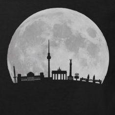 Berlin Skyline vor Mond mit Fernsehturm Bundestag Weltzeituhr Oberbaumbrücke Brandenburger Tor FunkturmKinder T-Shirts.