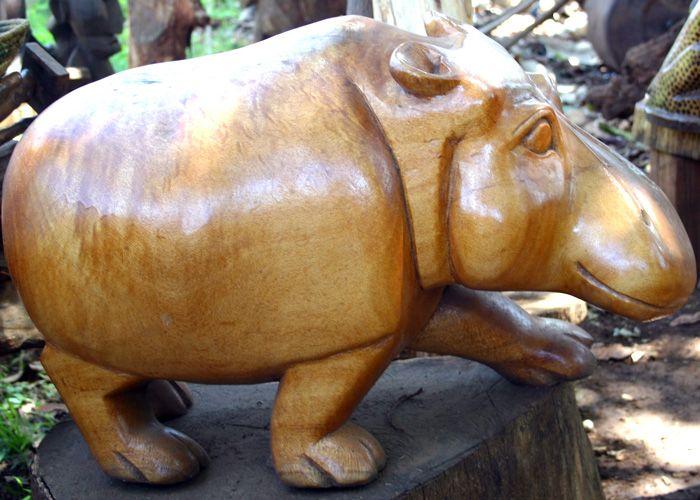 Massive Holz-Skulpturen aus Kenia