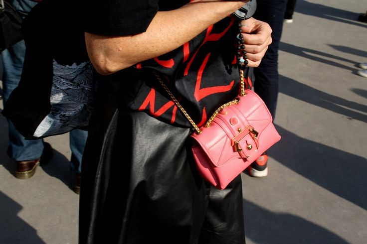 Pink and clashing Red. Paris Fashion Week Streetstyle, by Lois Spencer-Tracey of Bunnipunch
