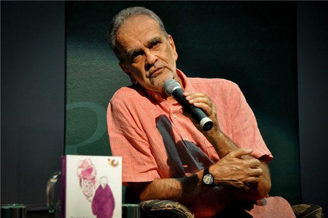 O jornalista Maurício Kubrusly, de 71 anos, sofreu um infarto neste sábado (12) e passou por uma cirurgia para colocar dois stents no coração.