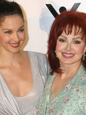 Famous Mothers and Daughters - Naomi Judd and Ashley Judd
