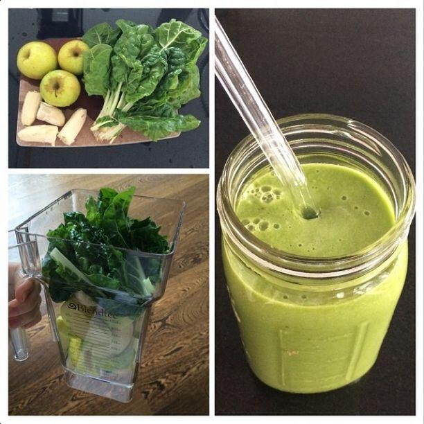 Поместите в блендер 3 нарезанных яблока, 1 замороженный банан, большой пучок зелени – шпинат или листья капусты кале,  стакан воды. Тщательно взбейте.