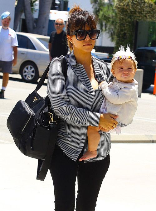 Okay I'm not a Kardashian fan and I don't care at all really for their family but this baby's face is beyond adorable...
