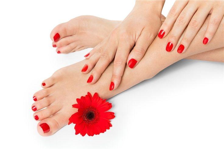 Cómo combinar el color de las uñas en manos y pies para este verano: www.bellezacomercial.com