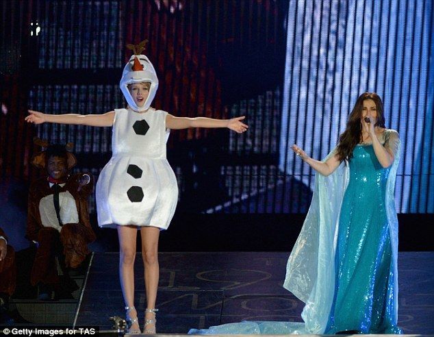 Frozen finale: Taylor Swift dressed as Olaf and sang Let It Go with Idina Menzel's Elsa as she concluded US tour in Florida on Saturday night, Halloween 2015