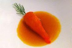 Zanahoria tiene ese plato, pero no se ve. En la foto podéis ver un trampantojo creado por el cocinero Ángel León, el Chef del Mar, hace unos cuatro años. El plato se llama 'La puntilla que quiso ser zanahoria', así que ya lo sabéis, es una puntilla o puntillón (calamar) relleno de zanahoria que podéis elaborar en vuestra cocina para sorprender a vuestros comensales, seguro que les encanta.