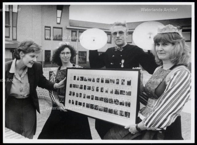Muziekgroepenspel, kaartspelen Juliana Datum 1995 Foto Rob Bruijn #NoordHolland #Marken