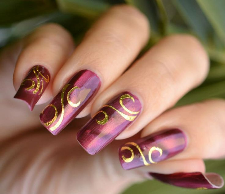 #Lila, #arany és #színátmenetes köröm. A ti vendégeitek hordanak ilyet? / #Lilac and #gold...