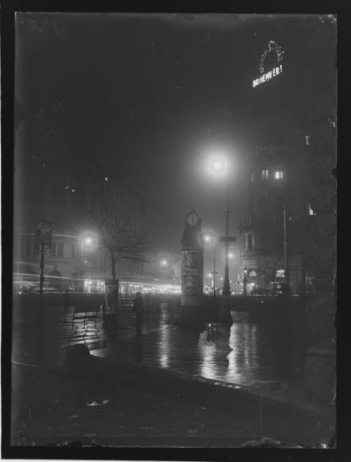 Martin Munkacsi, Rainy night, Budapest, ca. 1929