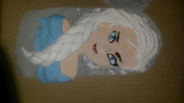 Making Elsa Frozen Cake icing topping