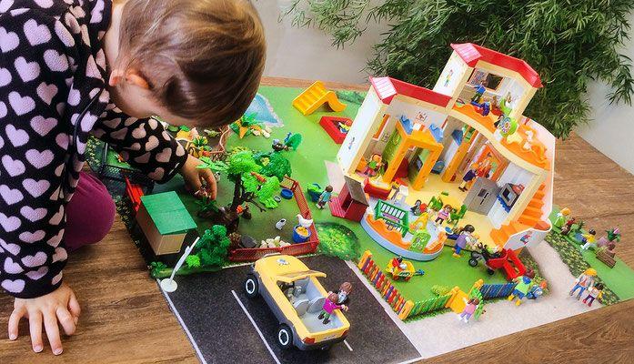 Playmobil-Produkte wie «KiTa Sonnenschein», «Summer Life», «City Life», «Wild Life», «Country», oder Lego Friends, Lego Elves und viele mehr...