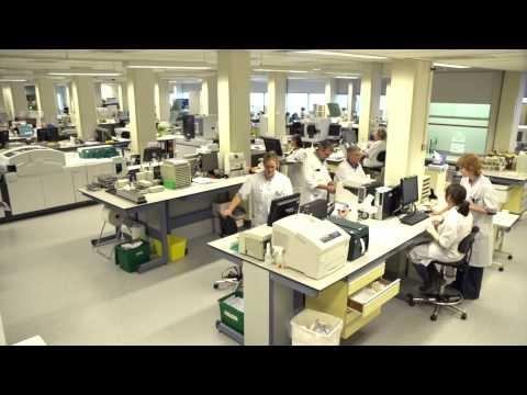 Klinisch chemisch laboratorium: Een vak voor speurneuzen. Het stellen van de juiste diagnose vergt vaak nogal wat speurwerk. Voor een deel van deze onderzoeken is het klinisch chemisch laboratorium nodig. Pas als de dokter precies weet wat de patiënt mankeert, kan hij overgaan tot een gerichte behandeling. Het laboratorium is dus heel belangrijk voor de patiënt. En als de diagnose eenmaal gesteld is, wil de specialist natuurlijk weten of de therapie aanslaat. #ziekenhuis