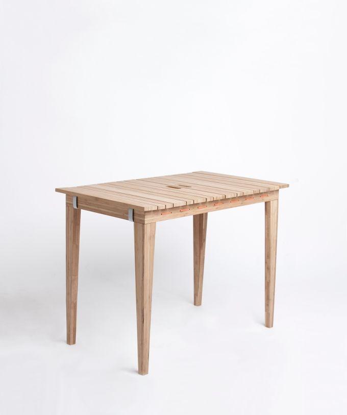 Bambus Carboniseret bord - FSC. Copyright: Nordvink - DryUnder. Følg linket for at læse mere om designet.