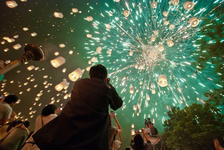 Yee Peng, por Chanakan Santikunaporn. Um dos Festivais mais lindos do calendário budista.